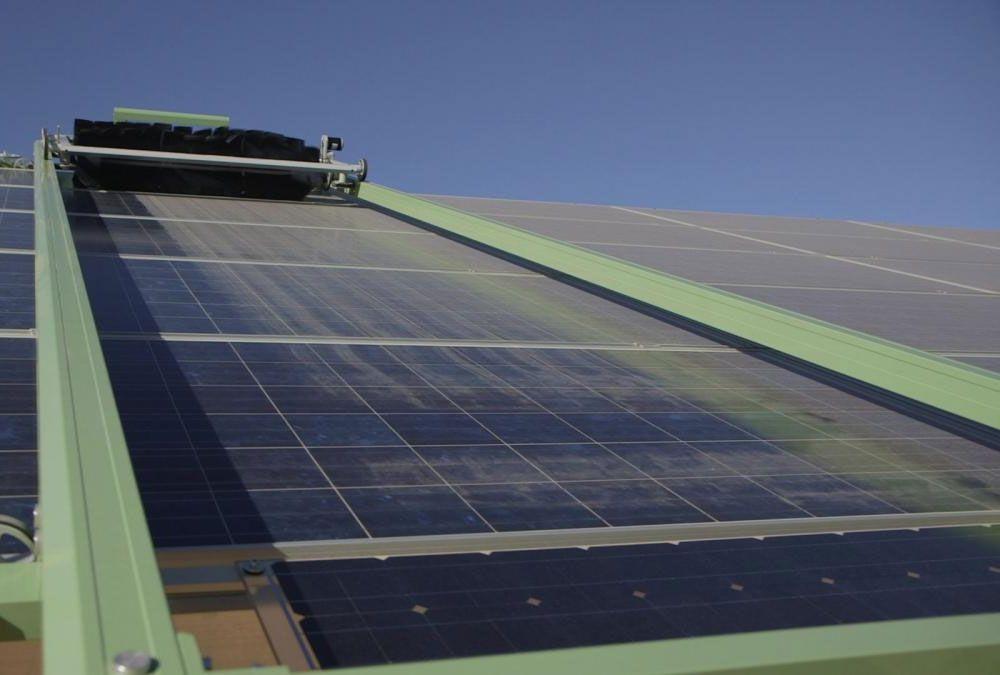 Robots Are What Makes This Israeli Solar Farm Super Efficient Tech Energy Sun Desert Solar Panels Best Solar Panels Solar