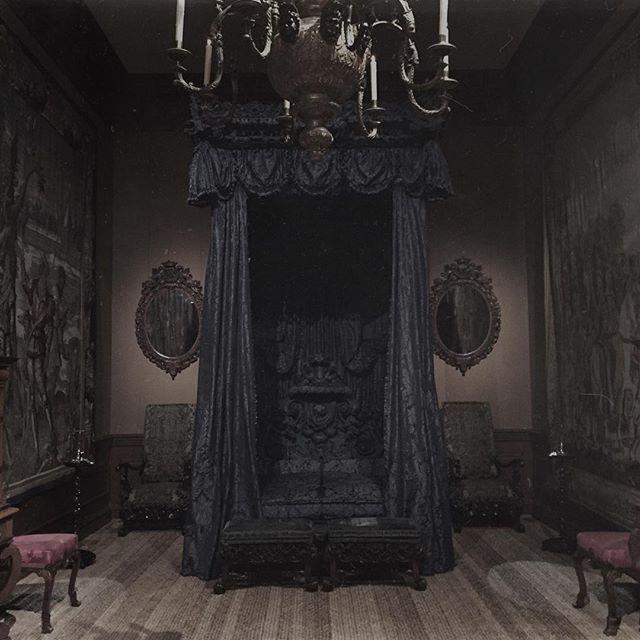 Best Dark Gothic Bedroom Gothic Home Decor Pinterest 400 x 300