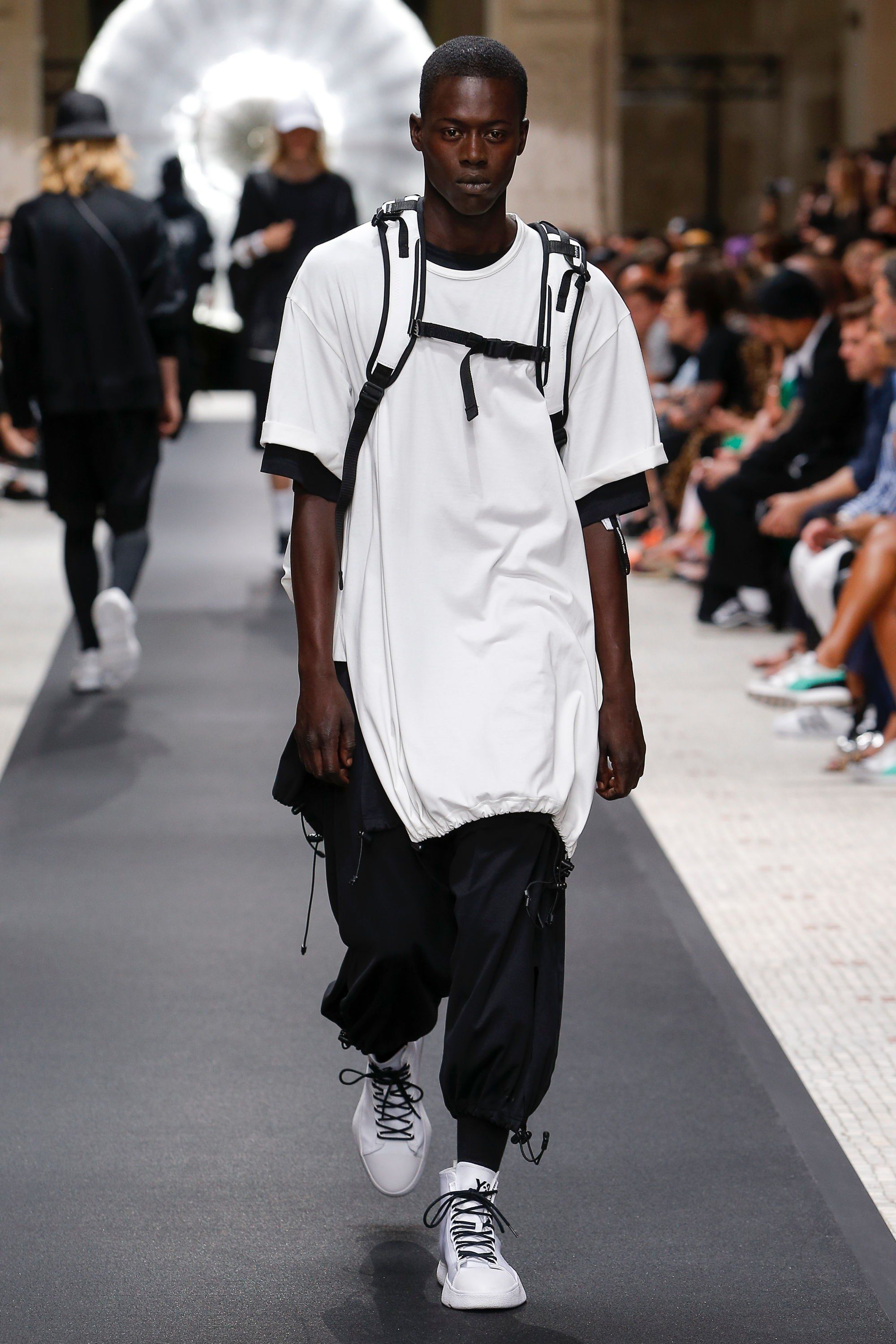 42c45d3747 Y-3 Spring 2019 Ready-to-Wear Fashion Show in 2019 | ACTUAL FASHION ...