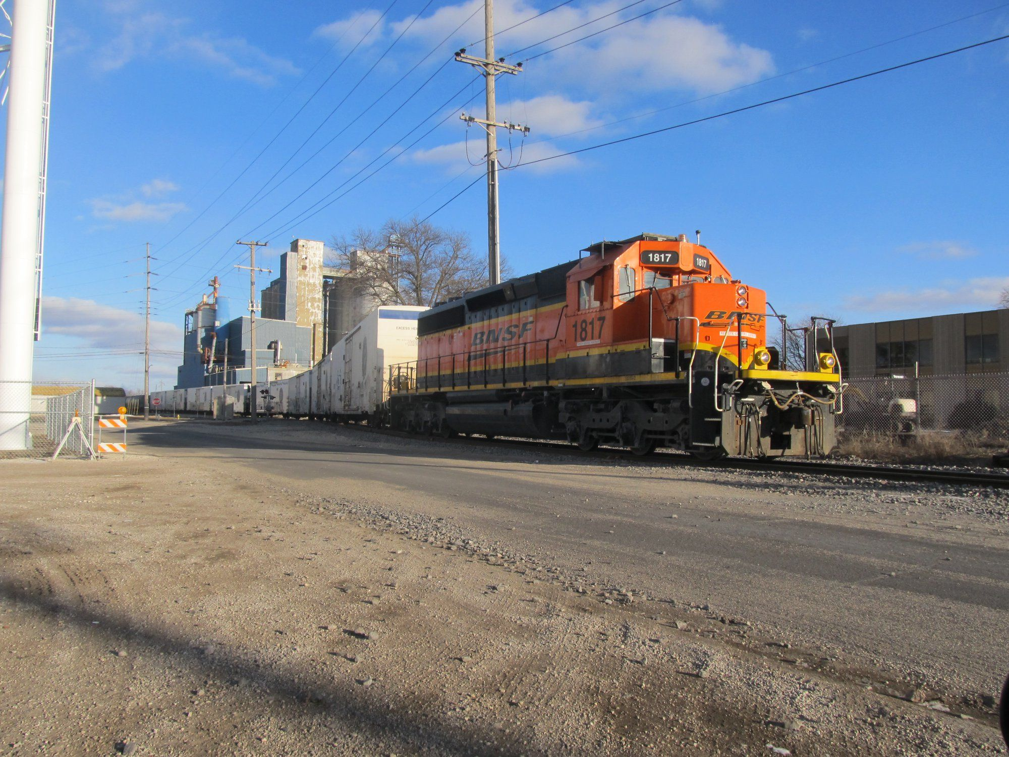 Bnsf 1817 city job on the industrial connection track at