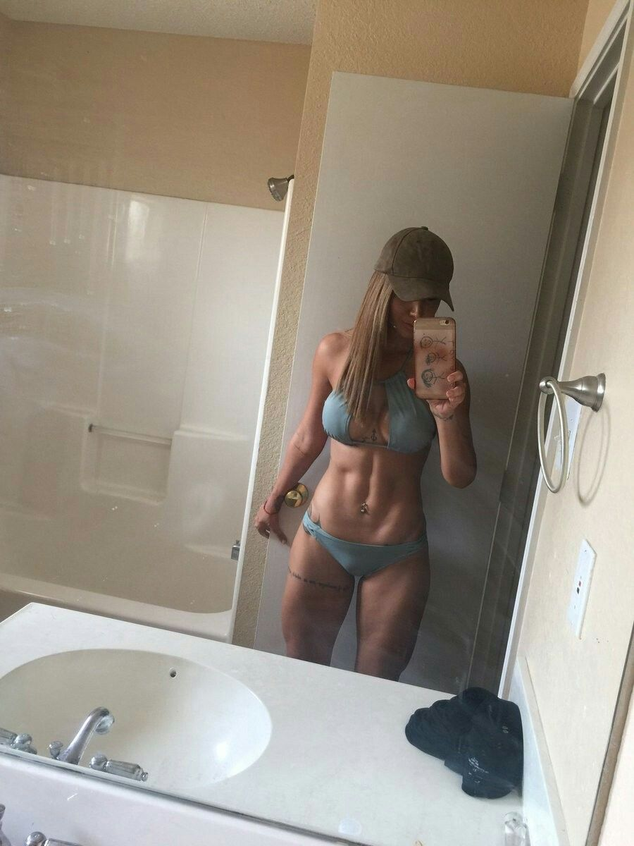Perfect body selfie