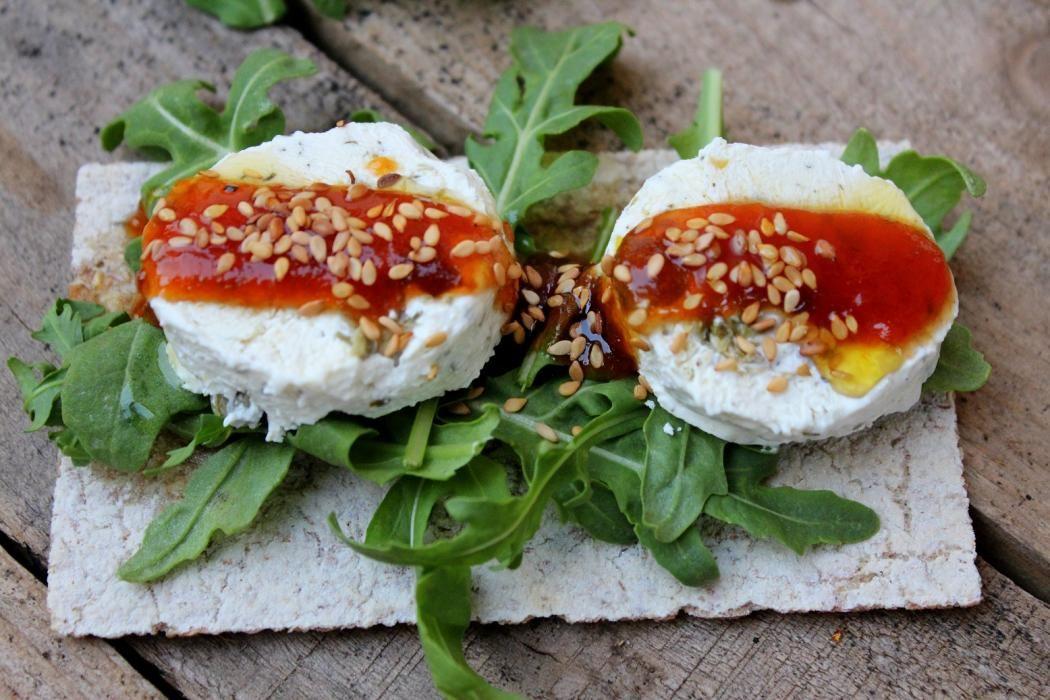 Resultado de imagen de ensalada de queso de cabra con mermelada de tomate