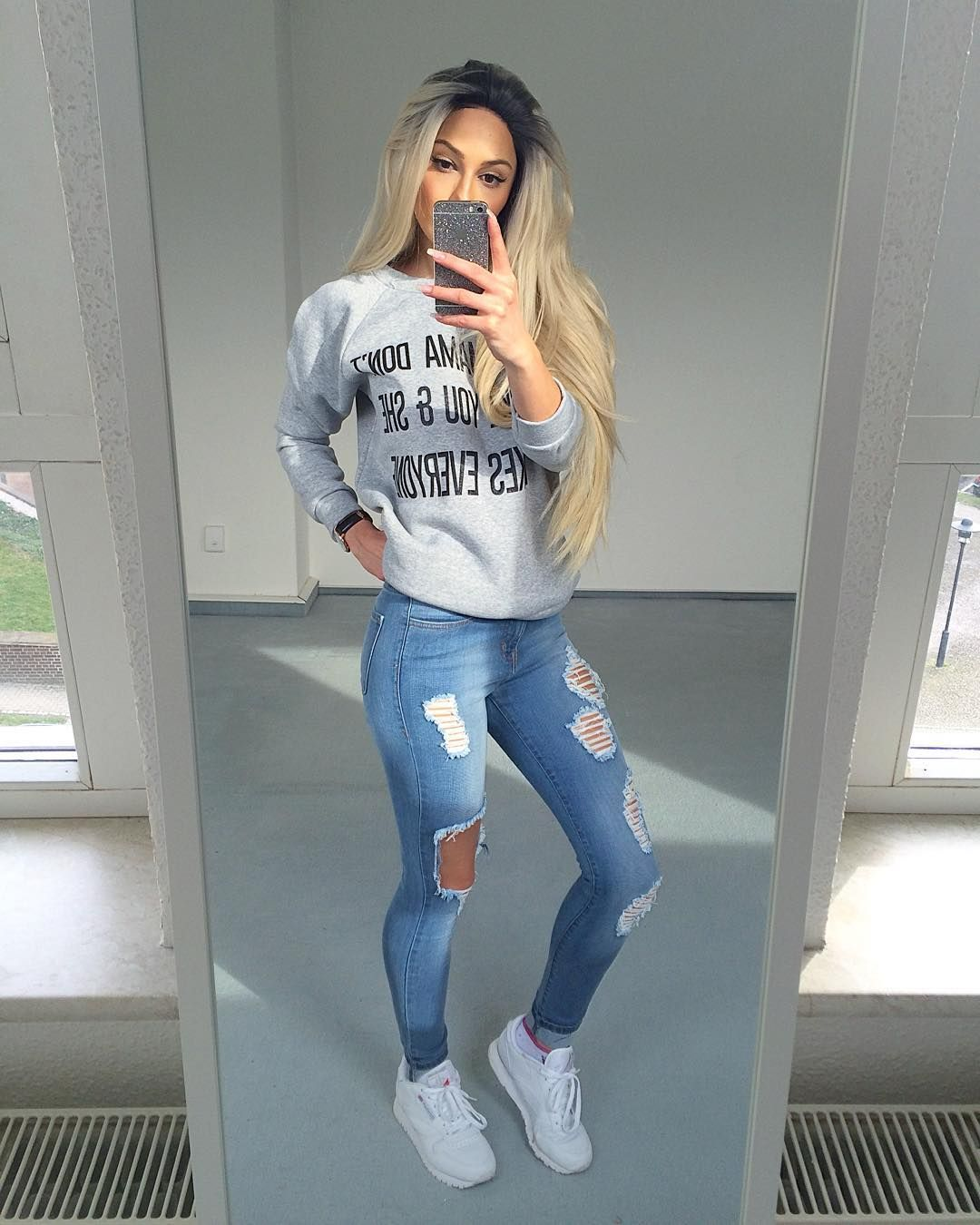 c33d4438719 ➶pinterest  TypicalBieber➴ Cute Ripped Jeans Outfit