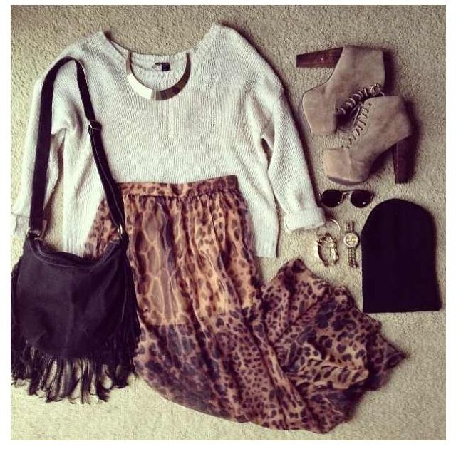 Long printed skirt, sweater, side bag and jewlery