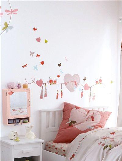 dieses tolle 42er set sticker von vertbaudet f r m dchen begeistert mit herzen federn blumen. Black Bedroom Furniture Sets. Home Design Ideas