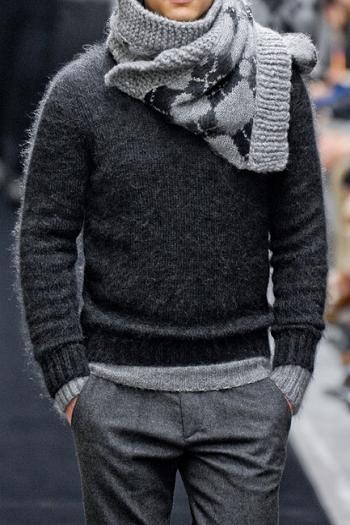 Kältefestes Outfit in schön abgestimmten Grautönen.