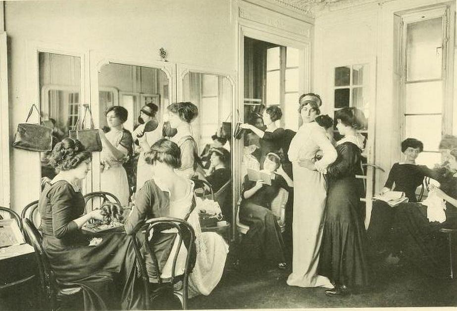 Les Createurs de La Mode 1910 - 62 - Une Cabine de Mannequ… | Flickr