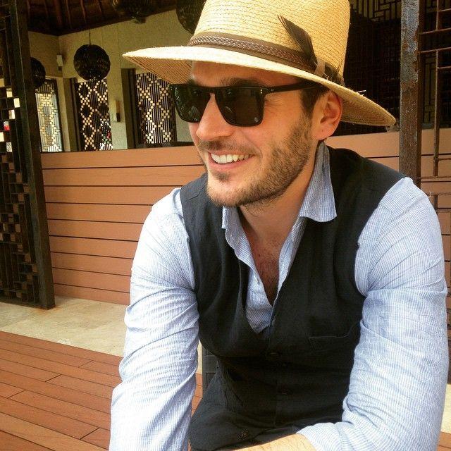 f6a7d7c9a0  jislainduval wears NDG Sun via Instagram Oliver Peoples