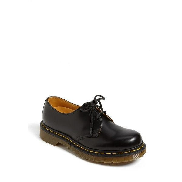 Smooth leather fashions a classic lace-up oxford with a comfortable round  toe and heavy-duty outsole. Yellow laces also included.