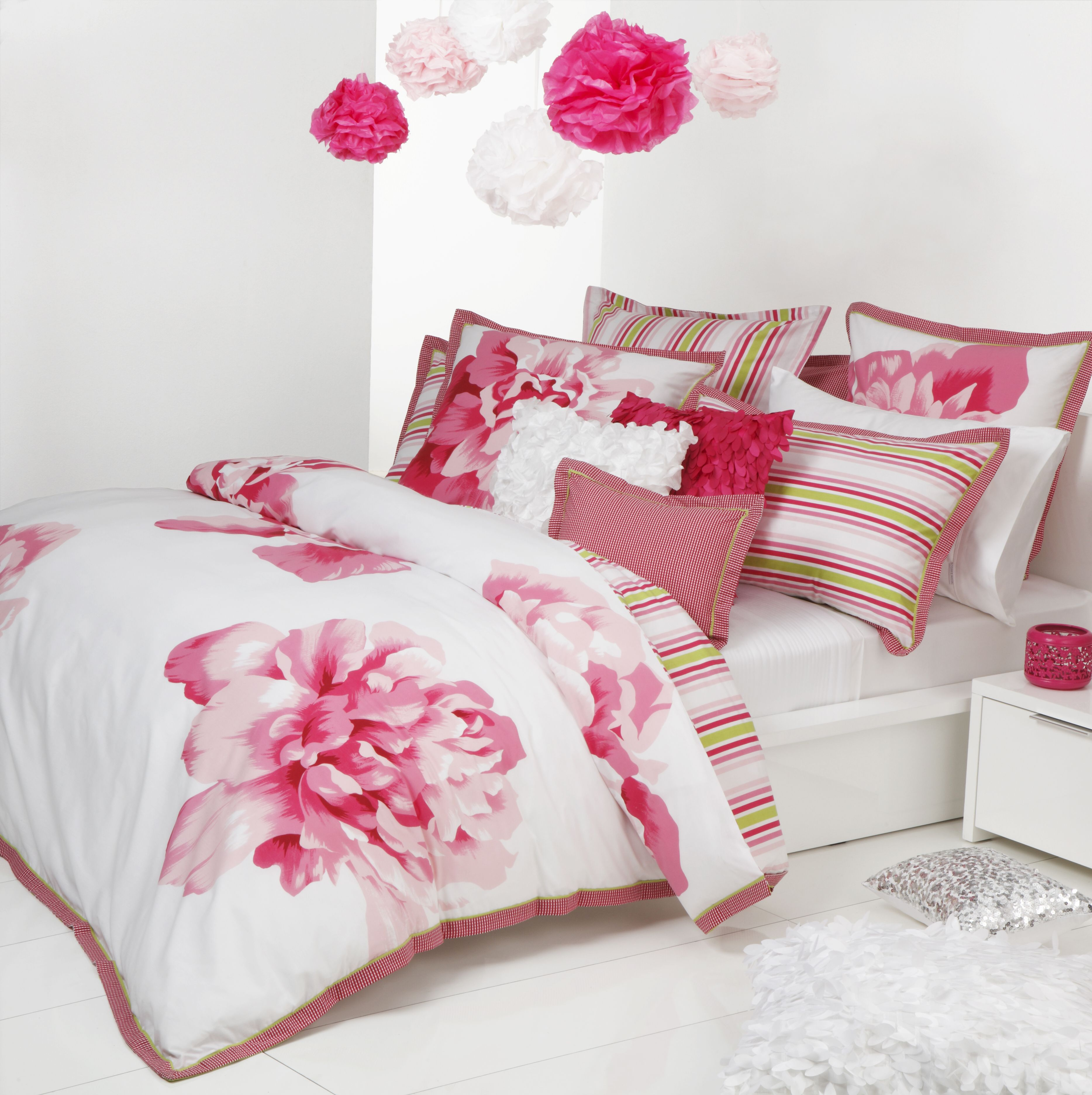 theme of flower! Quilt cover sets, Pink bed linen, Quilt
