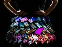 35 Lumia alla fashion week di Londra formano la Smart Gonna