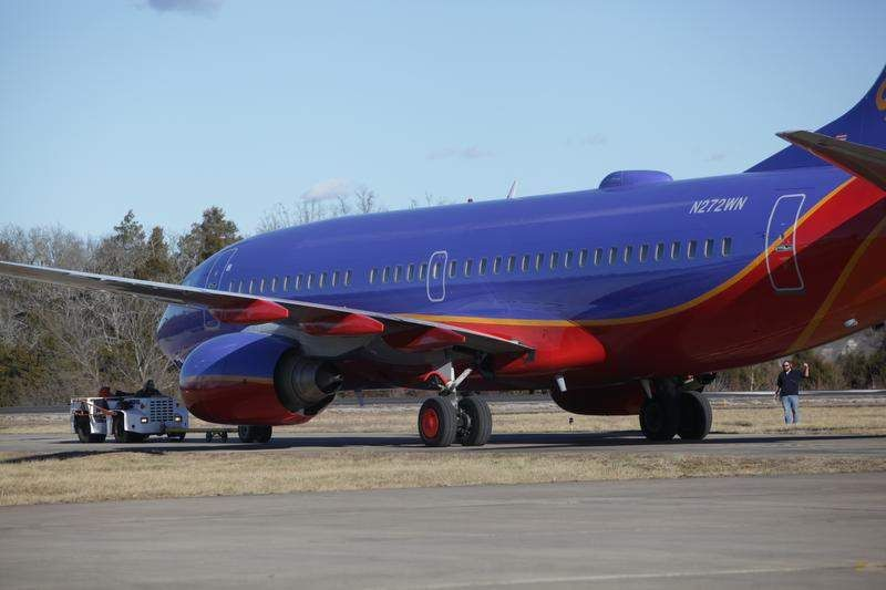 Southwest grounds pilots that landed at wrong airport in Taney County; plane takes off without incident