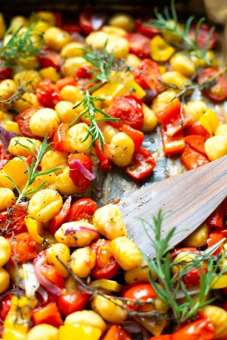 Canned gnocchi with tomatoes, peppers and red onions - a carousel