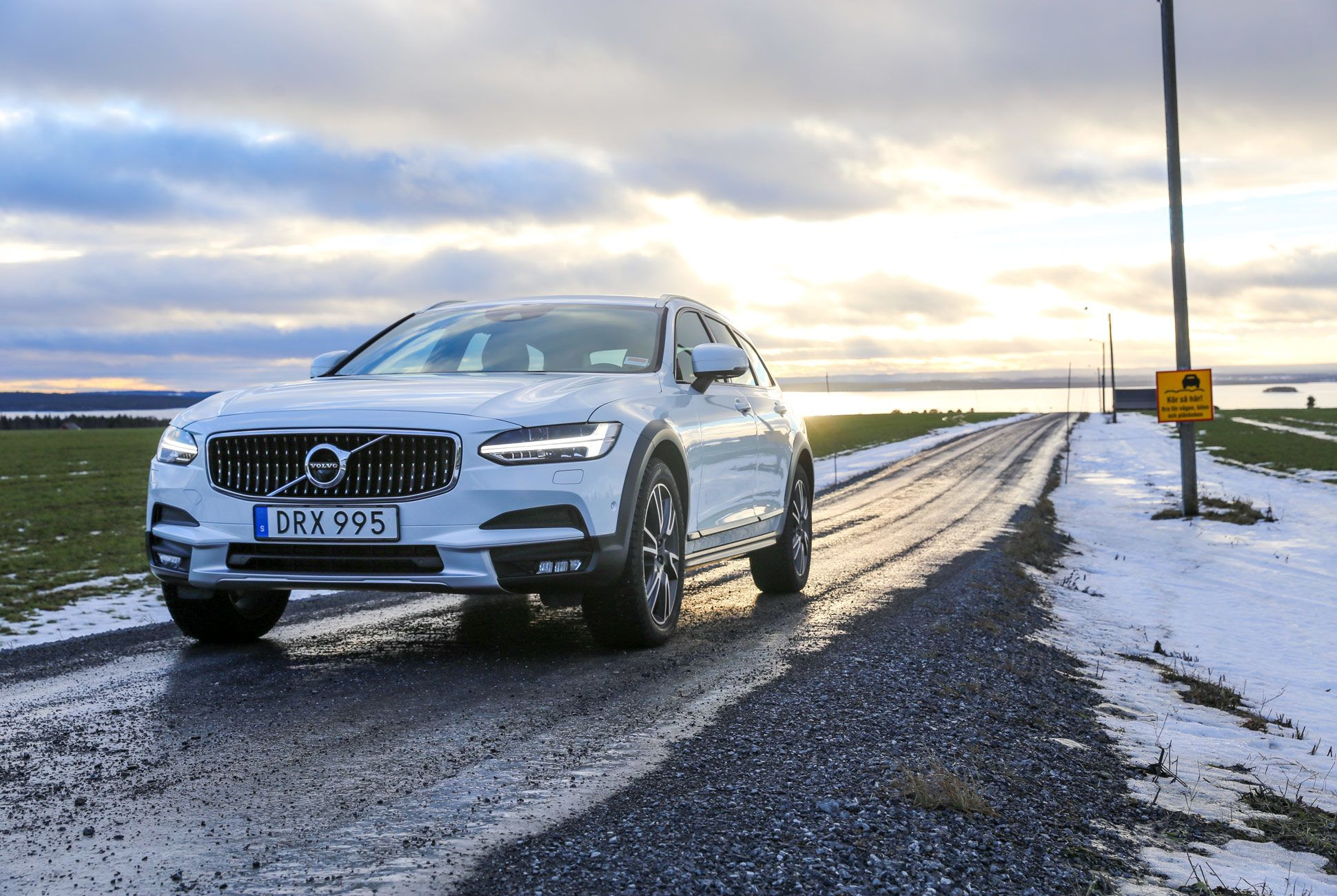 Review 2017 Volvo V90 Cross Country Best Compact Suv Compact Suv Best Luxury Cars