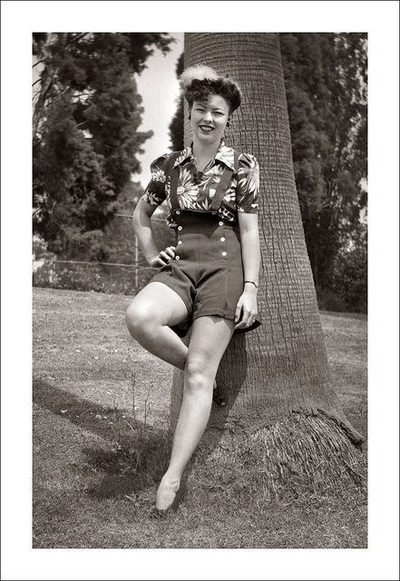 The Female Tendency And The 40 S Look: 1940s •~• High-waisted Button Front Shorts With Bib