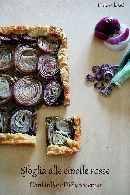 http://conunpocodizucchero.wordpress.com/2013/07/15/sfoglia-alla-crema-di-verdure-cipolle-e-mozzarella/