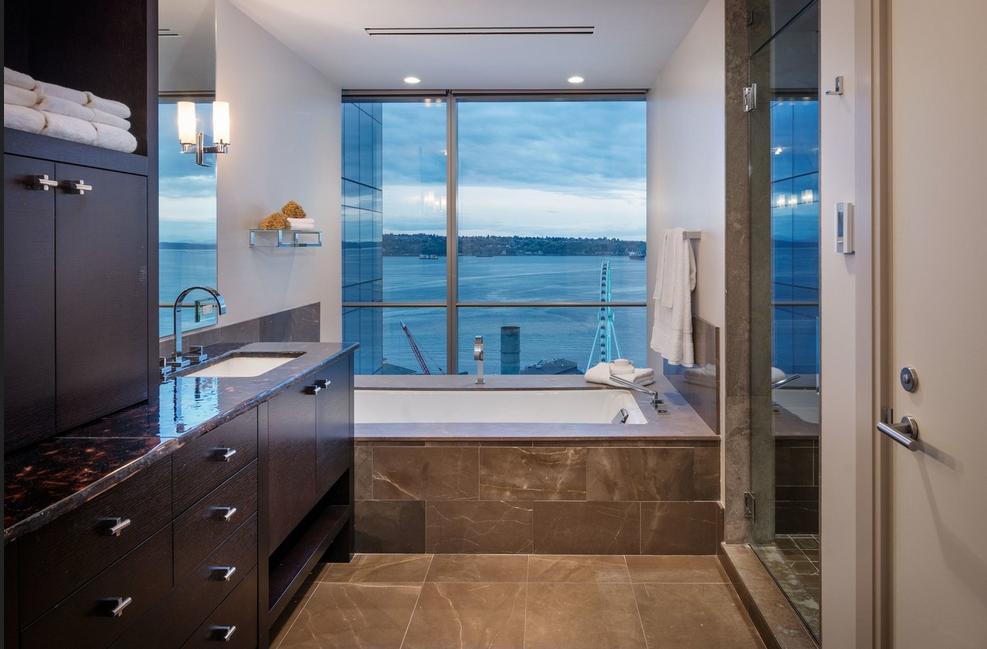 Badezimmer Fenster ~ Aron fenster das badezimmer fenster mit blick auf das meer