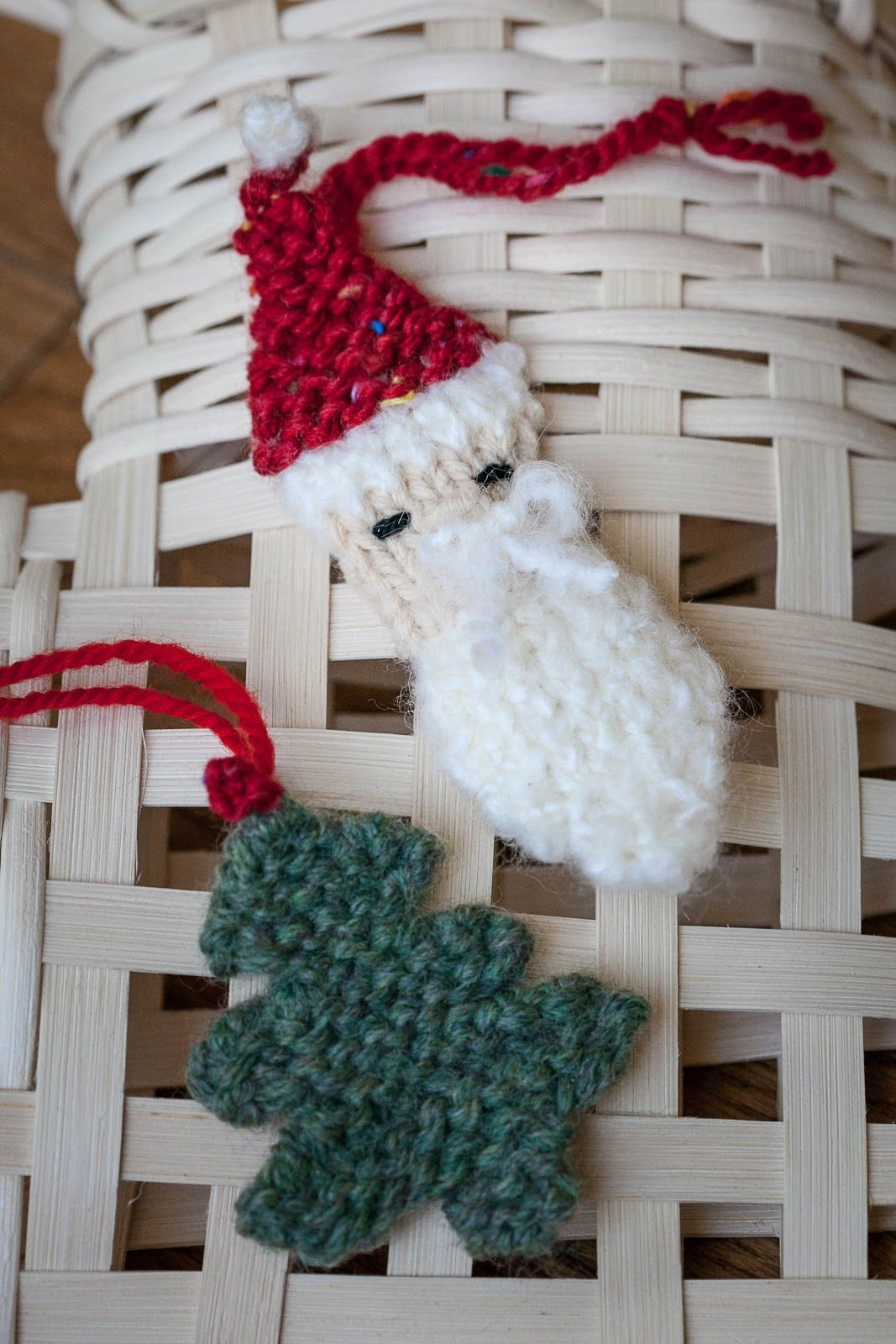 The Holidays Are Here I Thought I Would Kick Off The Season With A Couple Of Loo Knit Christmas Ornaments Knitted Christmas Decorations Loom Knitting Projects