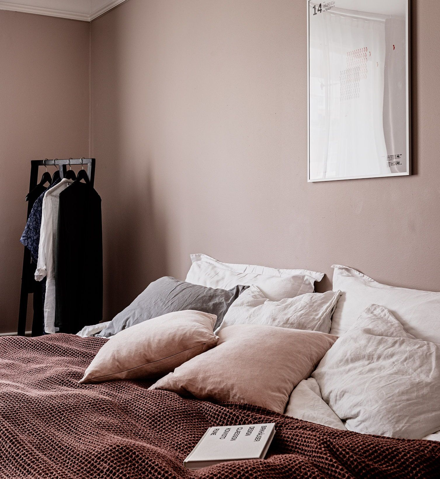 Bedroom In Dusty Pink Coco Lapine Design Dusty Pink Bedroom Pink Bedroom Furniture Pink And Beige Bedroom