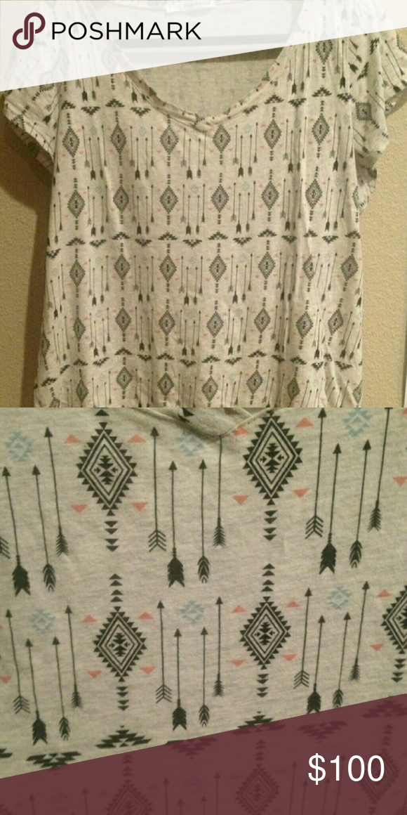 Ltb: Maurice arrow print tee sz 2 Do not buy this listing! Looking to buy this Maurice arrow print tee. Let me know what you have and we'll talk turkey lol! Maurices Tops Tees - Short Sleeve