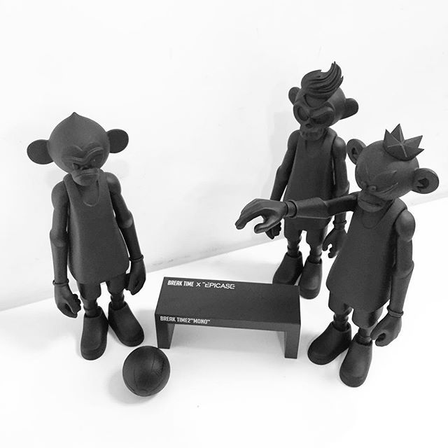 #arttoy #toy #figure #dunkeys #dunkeyswithseman10cm #coolrain #coolrainstudio #black #breaktime #아트토이 #덩키즈  @seman10cm @coolrainlee  드디어 내품에. 덩키즈.  ㅎㄷㄷ. 멋지다. It's Real.