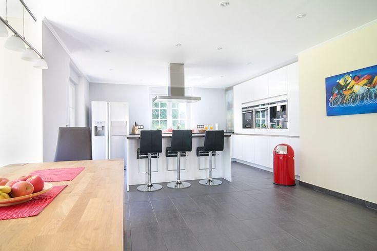 Offene Küche modern mit Kücheninsel  Theke - Küchen Einrichtung - Küche Einrichten Ideen