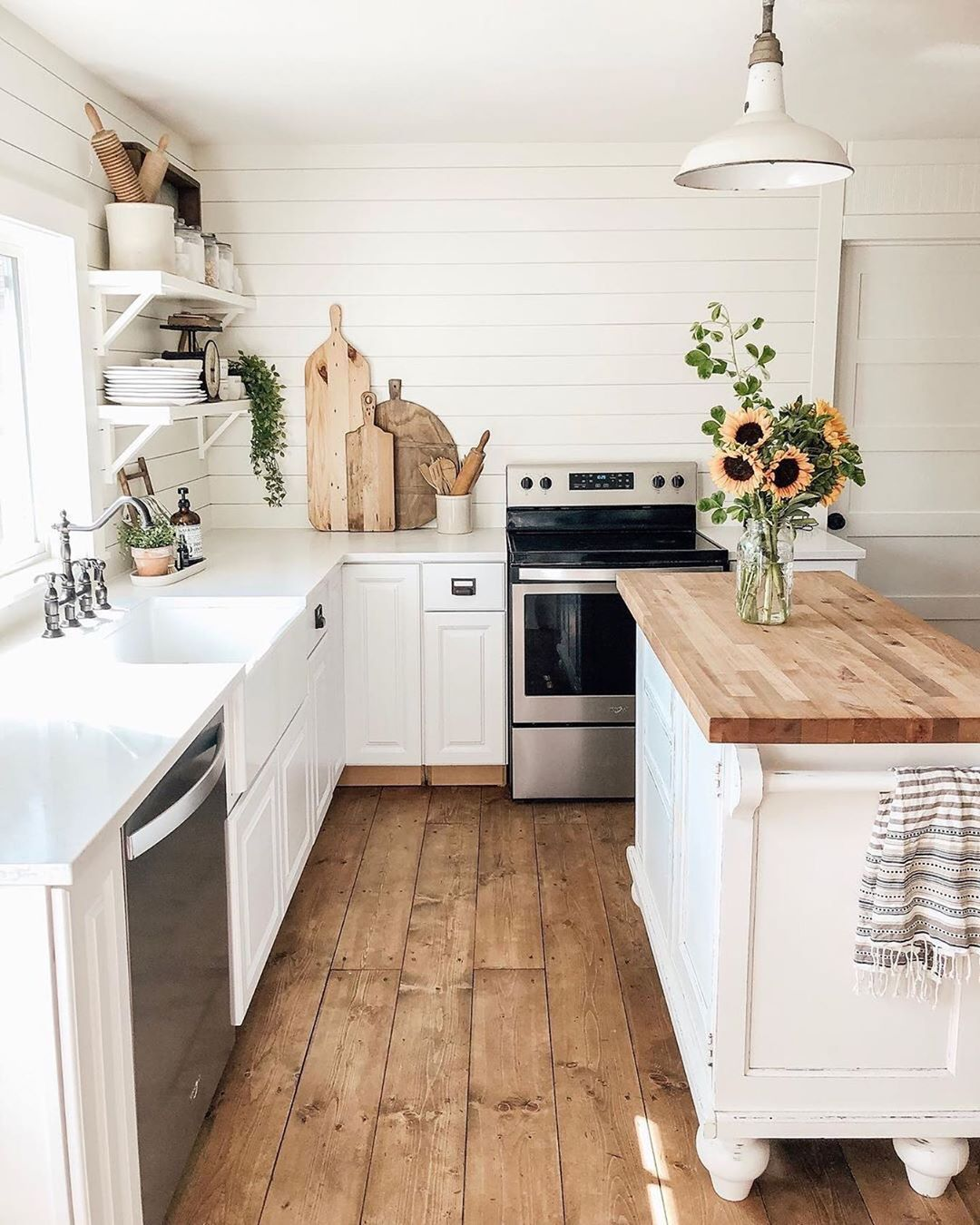 Farmhouse Fanatics On Instagram Isn T This Kitchen Just Beautiful I Am So Obsessed With The Floors What Design Farmhouse Kitchen Kitchen Kitchen Decor
