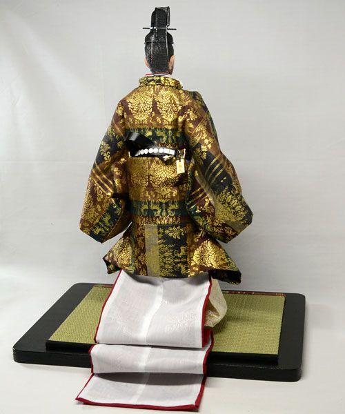A doll dressed in hoeki no sokutai.