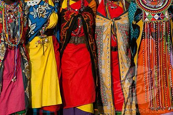 Masai Women S Cloth Wraps Called Kangas Kenya Stock Photo 4141 5483 African Traditional Dresses Traditional Outfits African Fashion