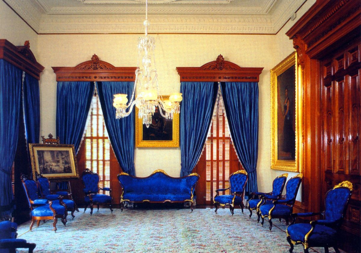 Inside Buckingham Palace Queens Room | this is the blue ...
