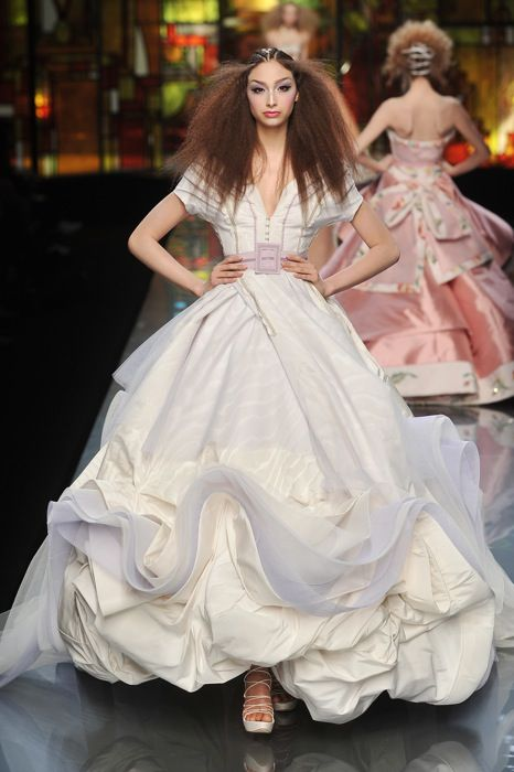 John Galliano Rocks Christian Dior\'s 2009 Spring Collection (14 ...