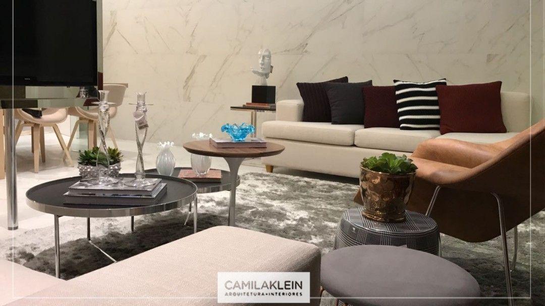 Mais um lançamento imobiliário CKLEIN entregue! O destaque desse projeto ficou por conta do porcelanato utilizado na parede, tendência que trouxe de Milão  e estou utilizando em minhas criações nesse ano de 2017! Muito elegante e sofisticado! #lançamento #decor #camilakleinarquiteta #porcelanato #tendência