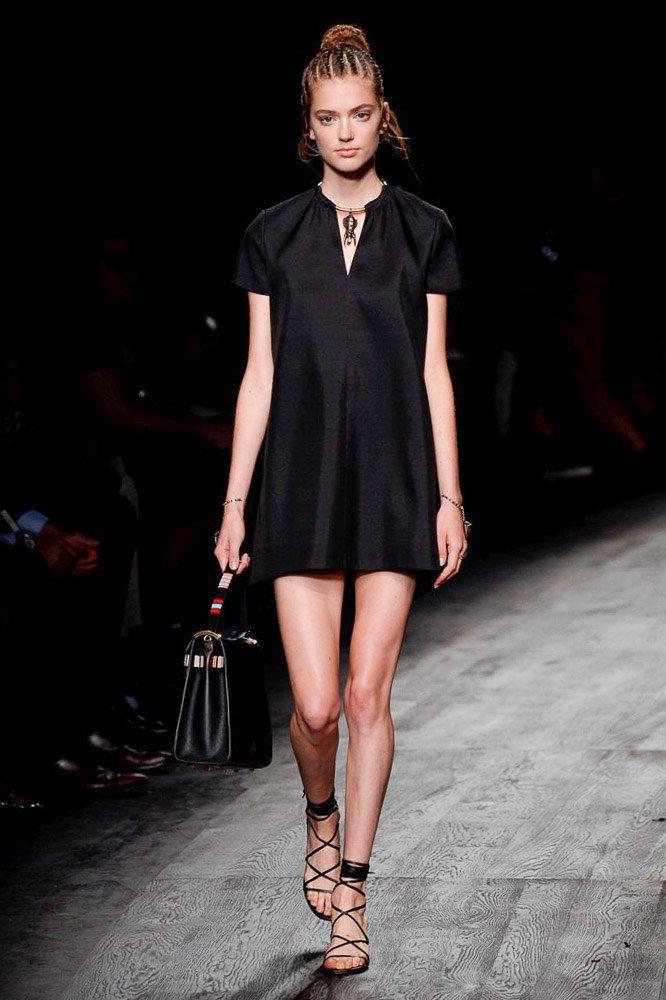 6ff736fa5a Valentino Spring 2016 Ready-to-Wear Collection Photos - Vogue