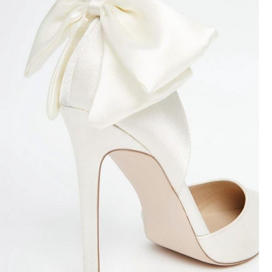 Buty Slubne Klasyczne Biale Czy W Kolorze Rynek Oferuje Szeroka Game Kolorow Oraz Modeli Wedding Shoes Christian Louboutin Wedding Shoes Wedding Shoes Flats