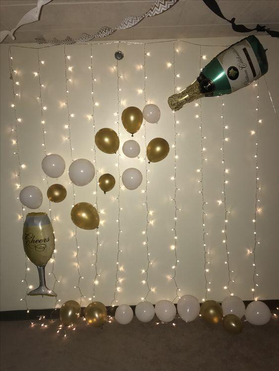 Dekoration des neuen Jahres mit Ballonen - Champagnerkugel #ballonen #champagnerkugel #dekoration #jahres #neuen #50thbirthdaypartydecorations