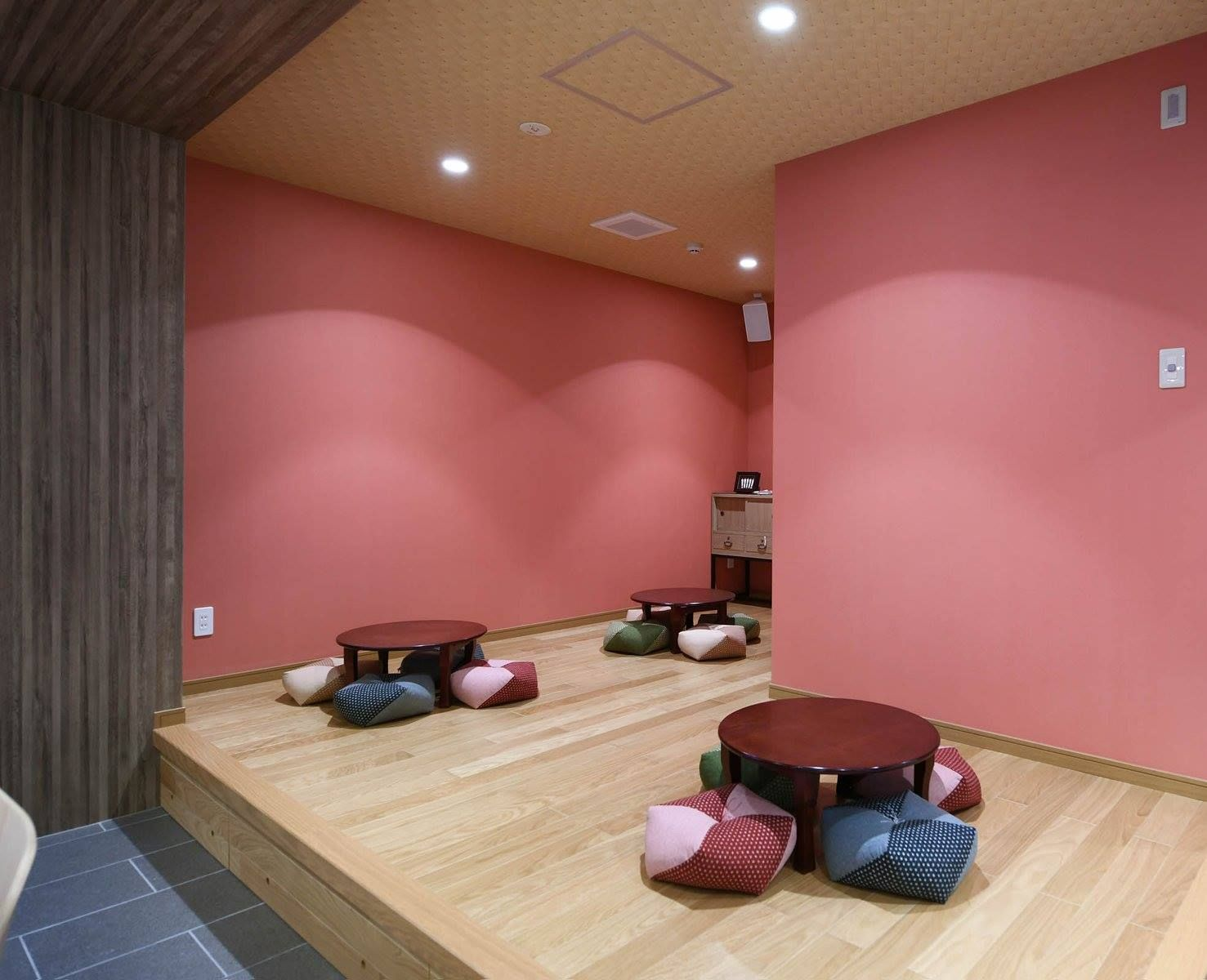 Beautiful And Traditional Japanese Seating Area At Grids Kyoto