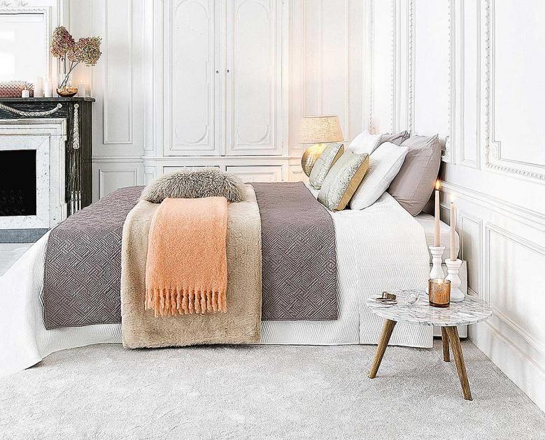Schlafzimmer einrichten und gestalten tagesdecke statt - Braune wandfarbe schlafzimmer ...