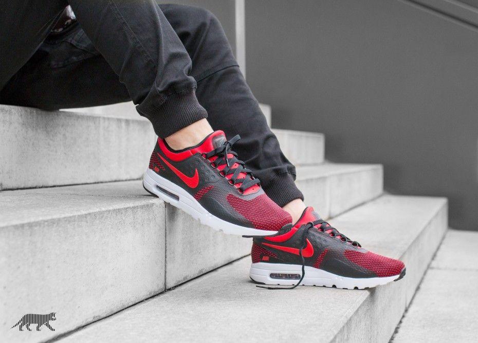 Hommes Nike Roshe Un Chaussures De Sport Noir  / Robin Rouge Méchant