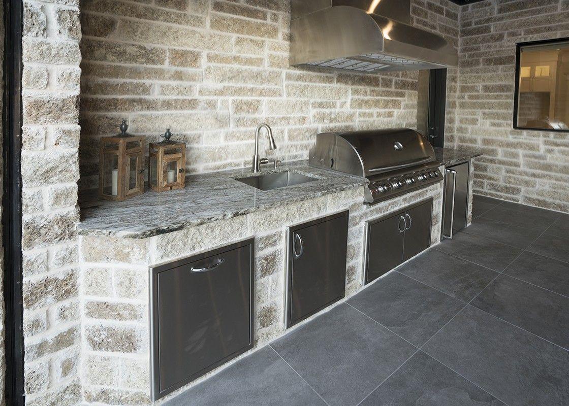Outdoor Kitchen In 2020 Outdoor Kitchen Kitchen Outdoor Living