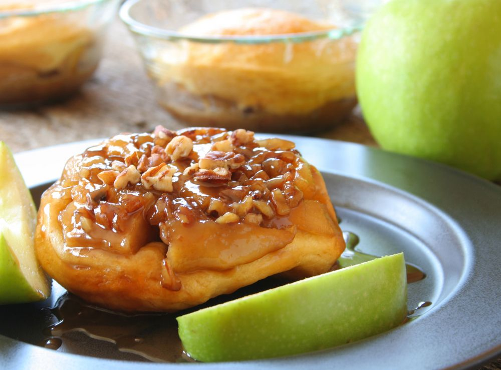 An easy #recipe for moist and buttery apple upside-down biscuits glazed with caramel. #Dessert