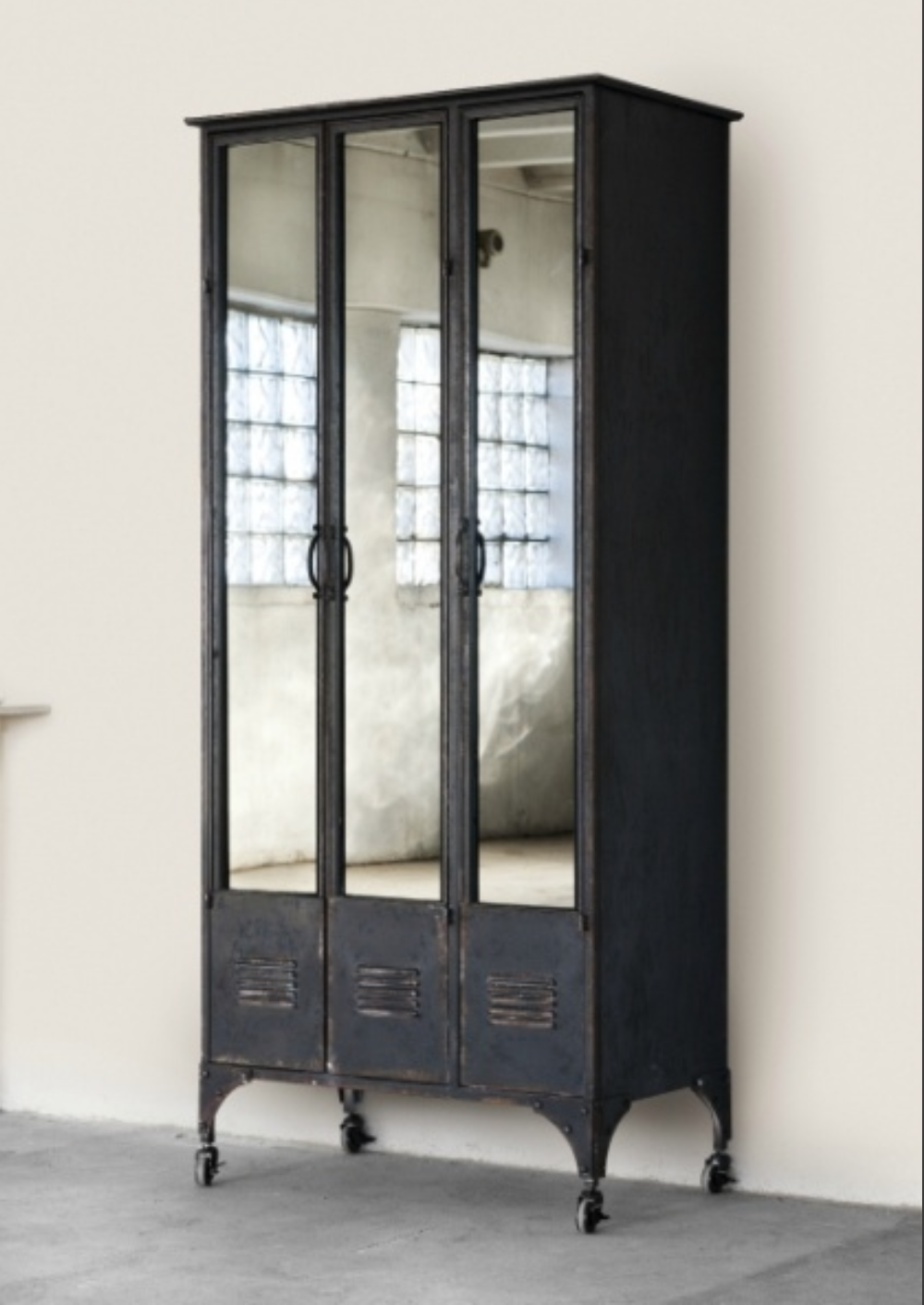 I Could See Two Of These In My Entry Way Now If I Could Just  # Deco Armoire Metallique Vintage