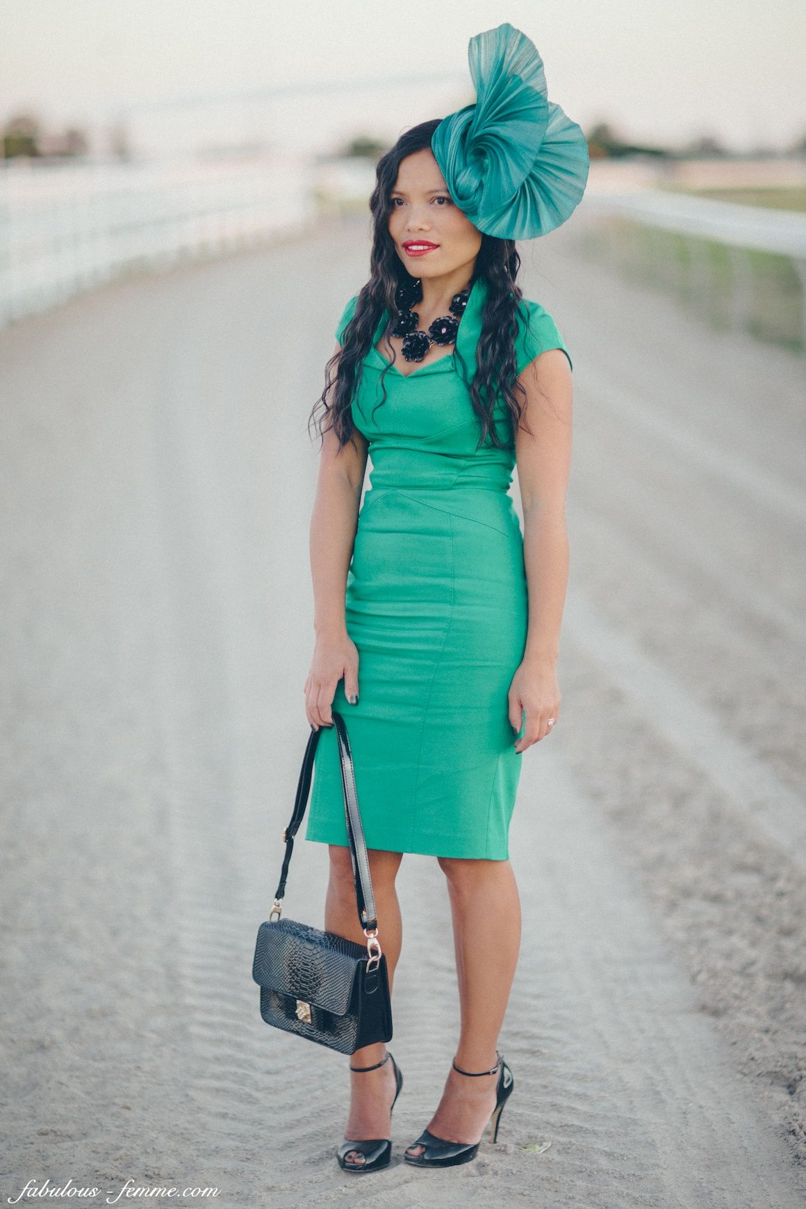 horse racing outfits for racegoers  races fashion