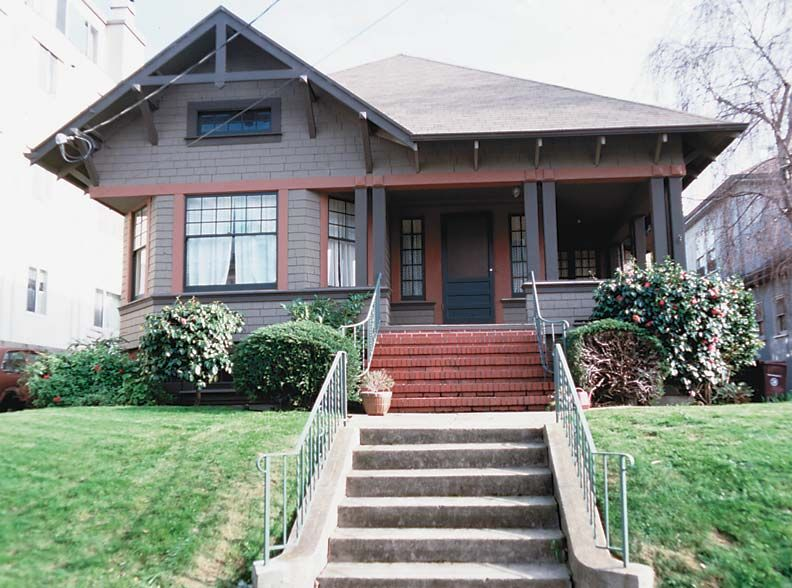 Before Sensitive Renovation The Arts Crafts Lines Of This Hipped Roof Oakland Bungalow