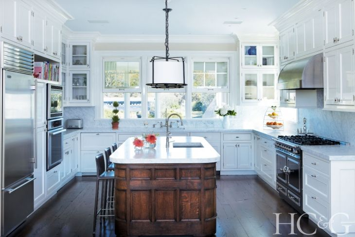Tour Kitty McCoyu0027s Southampton Home | Wall Ovens, Bungalow Kitchen And Sinks