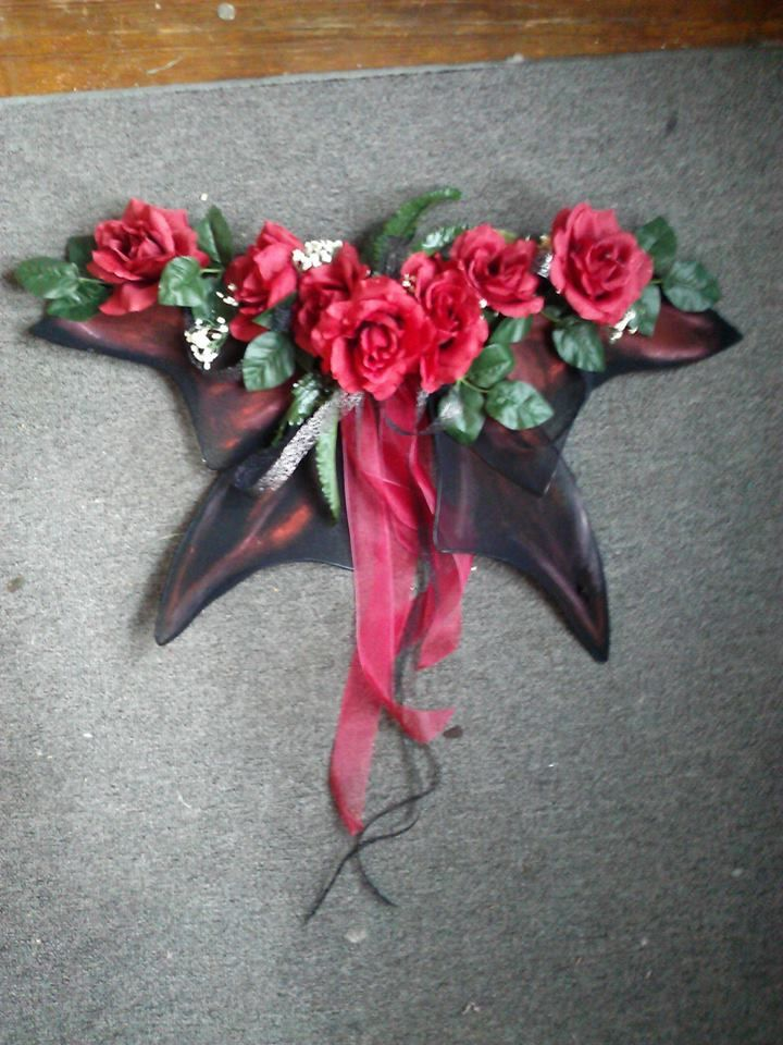 Wanna make some fairie wings out of old pantyhose for your little one?