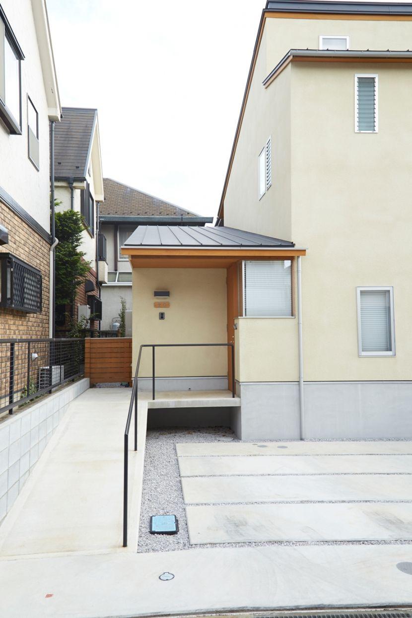 玄関アプローチ 南大塚の住宅 故郷の土間がある家 外観事例