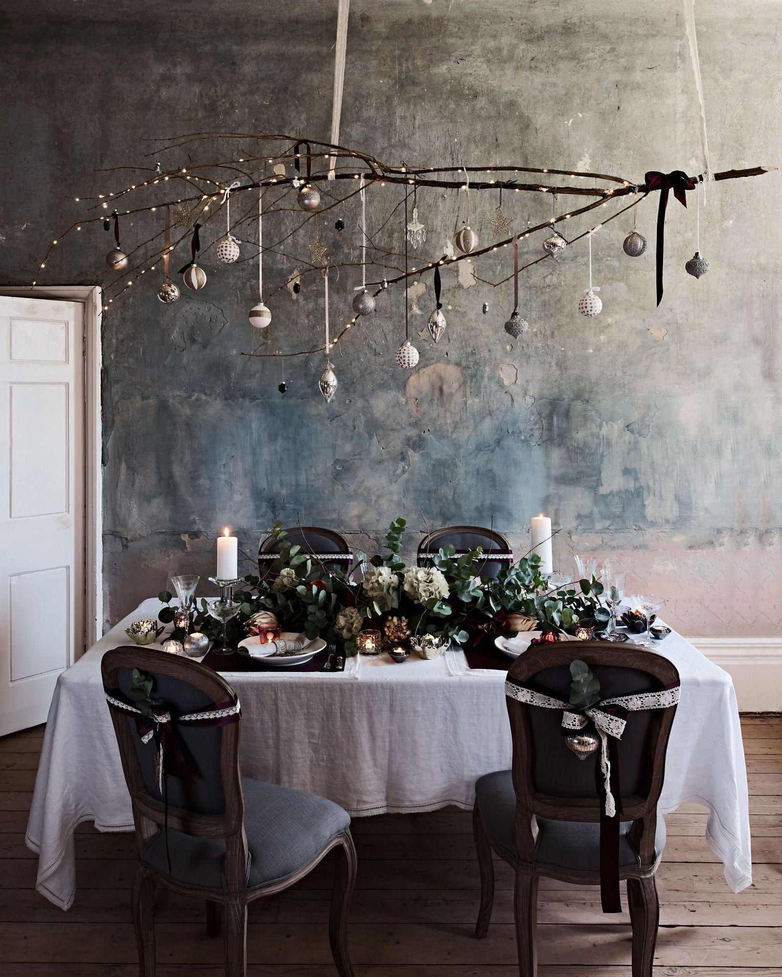 How To Create A Stylish Gothic Table Setting For Christmas
