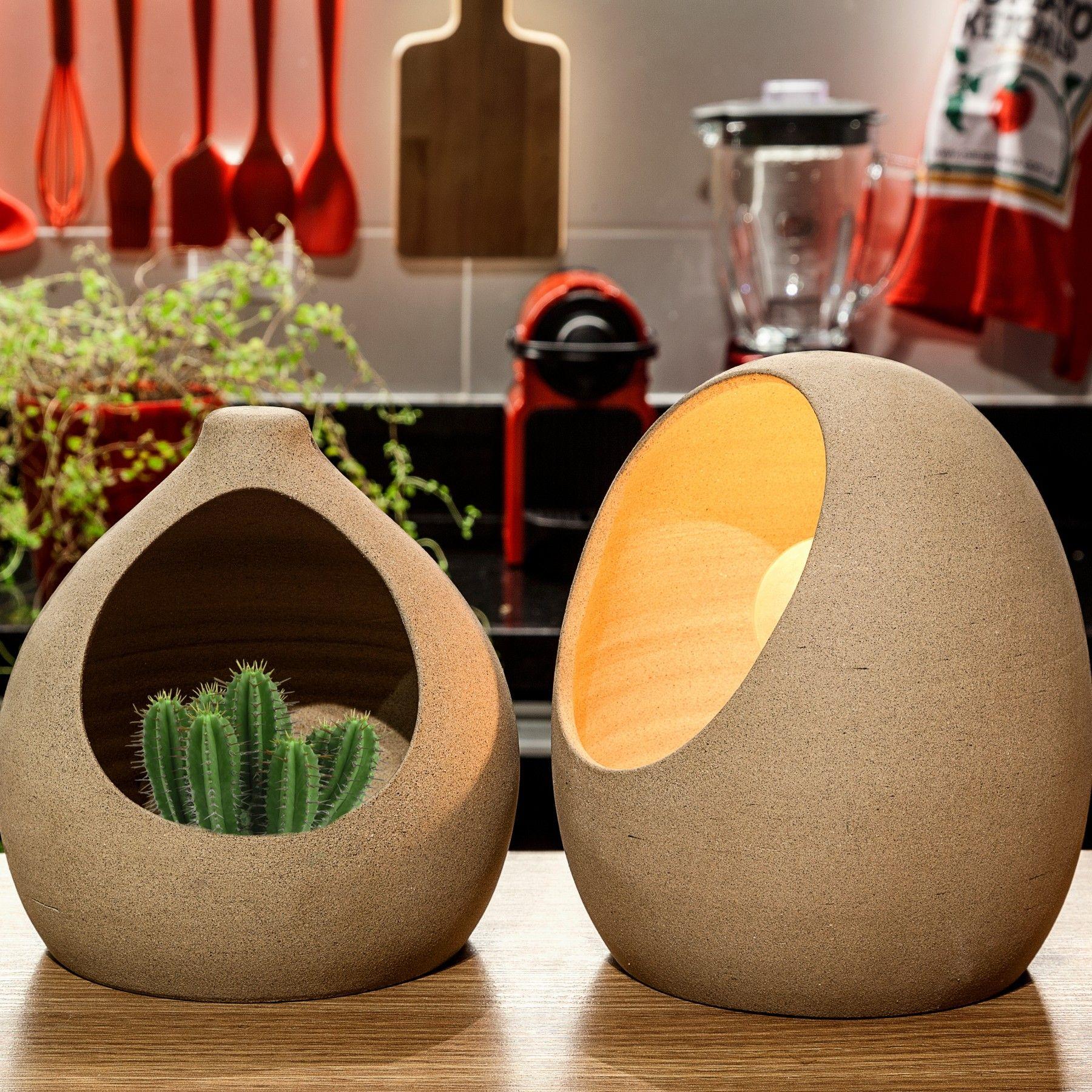 Cocriação Reboh Design e Estúdio Iludi, o conjunto Luminária Ovo e Jardim Oca busca a forma ideal da natureza, resultado das formas inspiradas nas casinhas do Joao-de-barro.