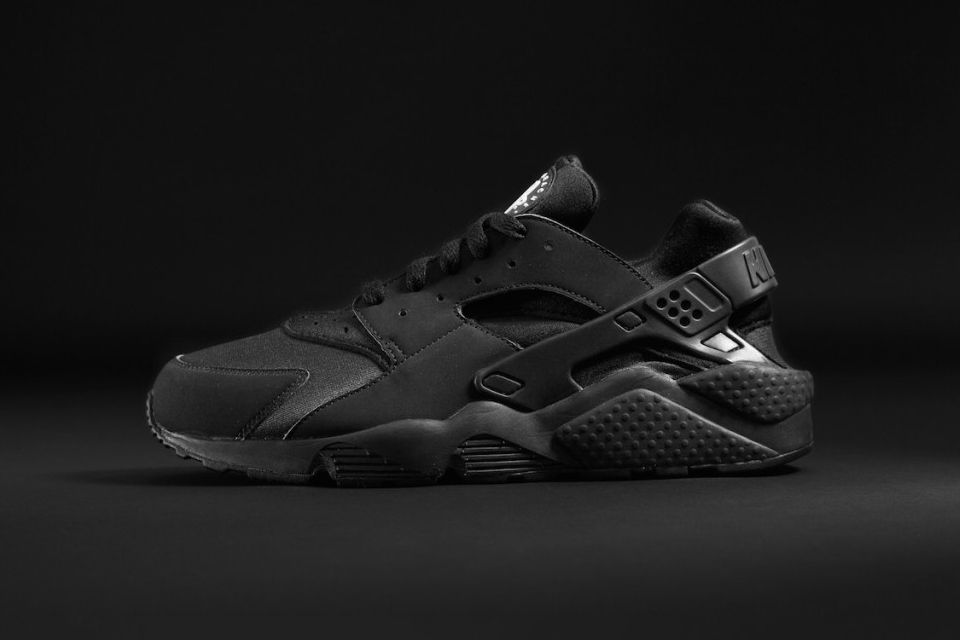 Nike Huarache Triple Footlocker Noir Restocks