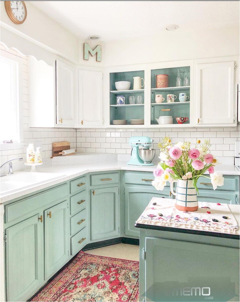 Jun 29 2019 My Honest Opinion Of Annie Sloan Chalk Painted Cabinets Two Years Later Kitchenide In 2020 Kuchenschranke Streichen Schrank Kuche Grune Kuchenschranke
